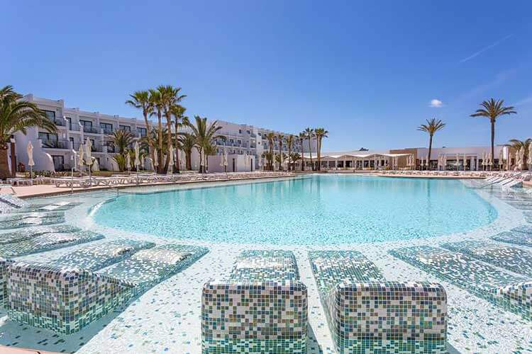 Grand Palladium White Island Resort & Spa luxe  all inclusive direct aan zee